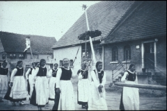 Erntedankfest 1933 vor Molke auf Dorfplatz