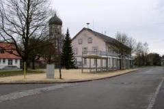 Dorfplatz 2003 (neue Fahrradabstellanlage)
